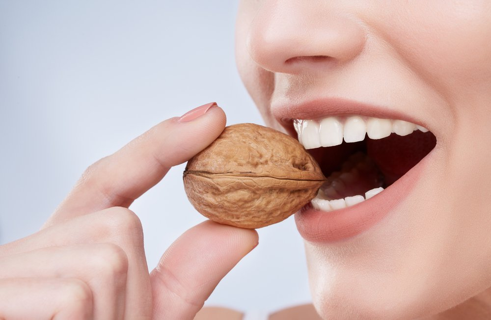 almonds health benefits for bones and teeths image